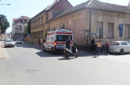 FOTO: Sudar u centru Novog Sada, vozač pobegao sa lica mesta, povređen mladić
