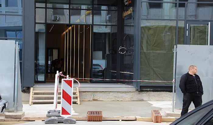 FOTO: Inspekcija uklonila stepenište ispred Pupinove palate koje je