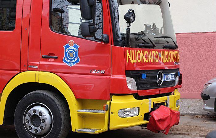 Vatrogasci spasili bračni par čiji je stan goreo na Novom Beogradu