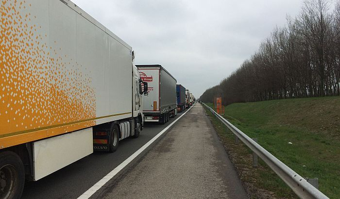 Izvoz Srbije na KiM zbog taksa smanjen za 280,8 miliona evra