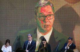 VIDEO: Radnici uvežbavaju aplauz pred dolazak Vučića