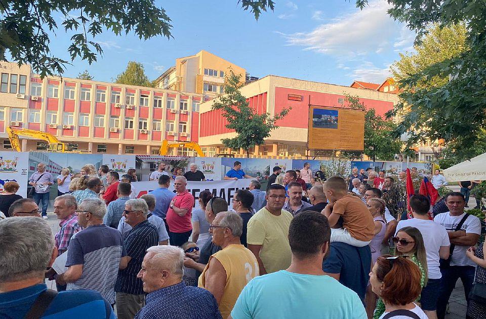FOTO: Građani u Lazarevcu protestovali zbog nestašice vode