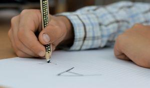 Privatna firma preko elektronskog dnevnika promovisala novu uslugu roditeljima i koristila lične podatke