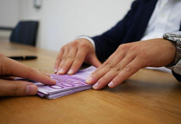 CINS: Građani za sedam godina strankama donirali oko 1,5 milijardi dinara
