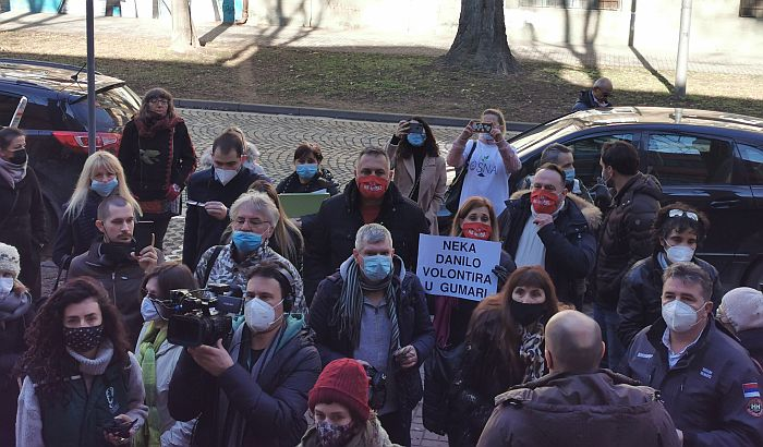 FOTO: Javna rasprava o zrenjaninskoj fabrici guma bez prisustva javnosti