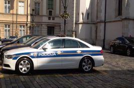U automobilu u Kninu pronađen preminuli dečak