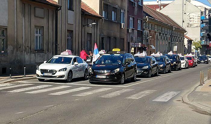 FOTO, VIDEO: Završena protestna vožnja novosadskih taksista, novi protest sutra