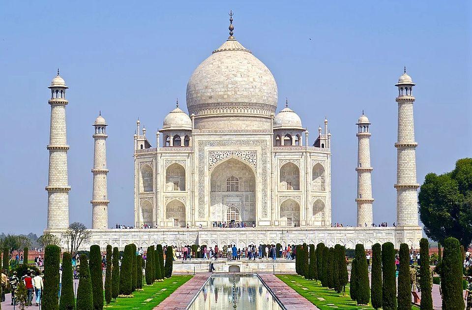 Tadž Mahal od sutra ponovo otvoren za posetioce, ali ne smeju da dodiruju zidove