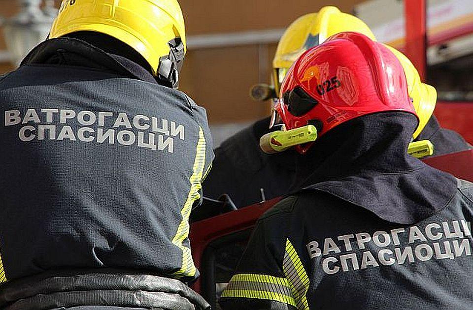 VIDEO: Požar na bedemu Petrovaradinske tvrđave posle navijačke bakljade