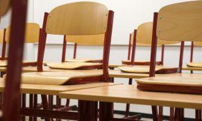 Deo plafona pao na učenicu za vreme nastave u zrenjaninskoj školi, inspekcija zabranila korišćenje učionice