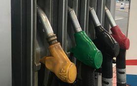 Benzin jeftiniji skoro tri dinara, dizel mnogo manje