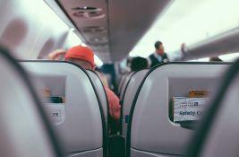 Putnica uhapšena u avionu jer nije htela da stavi masku