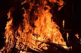 Veliki požar kod Šibenika, gase ga i kanaderi