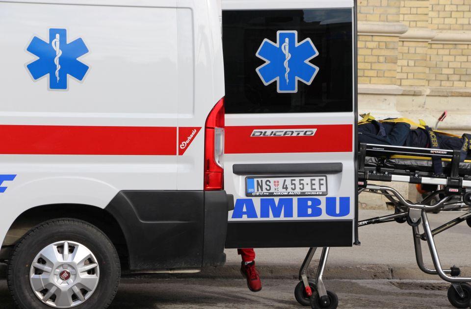 Dva udesa u Novom Sadu, automobil udario u parkirani kamion u Kaću