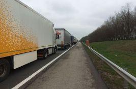 Kamioni na granicama čekaju do tri sata