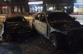 FOTO: Dva automobila izgorela na parkingu u Stražilovskoj, šteta velika