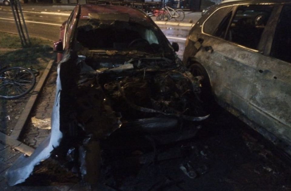 Automobili izgoreli u Stražilovskoj pripadaju devojci za čiju se otmicu sumnjiči Slobodan Snajper
