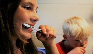 Zašto je važno prati zube pre spavanja?