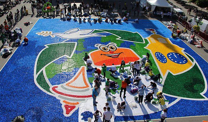 FOTO: Novosađani mozaikom od čepova oborili Ginisov rekord