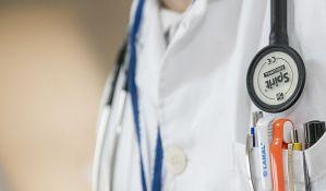 Medicinskog tehničara iz Čačka smestili na neurologiju, vikao sa prozora da je zaražen