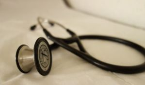 CINS: Niškim lekarima u samoizolaciji biće smanjene plate za trećinu