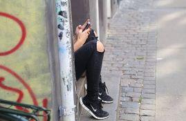 Deca i mladi u Srbiji svaki dan na internetu provode tri sata, vikendom i sedam