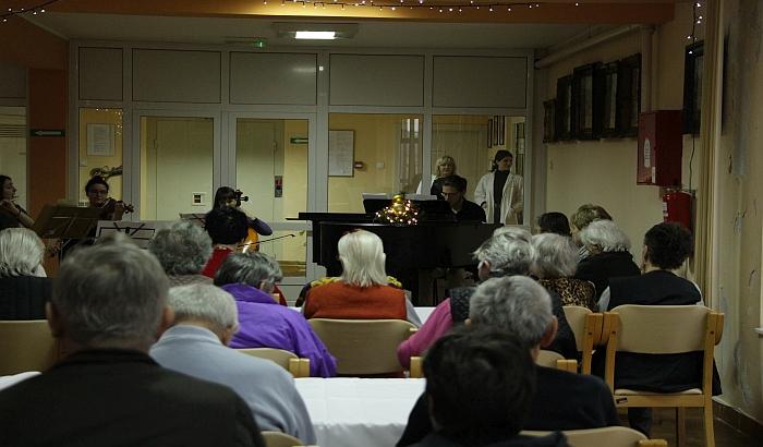 FOTO, VIDEO: Održan koncert klasične muzike za beskućnike i penzionere u Futogu
