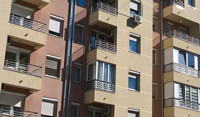 Novosađani komunalnoj prijavljuju i bacanje mrvica sa terase, često smetaju glasna dečija igra i kasno tuširanje