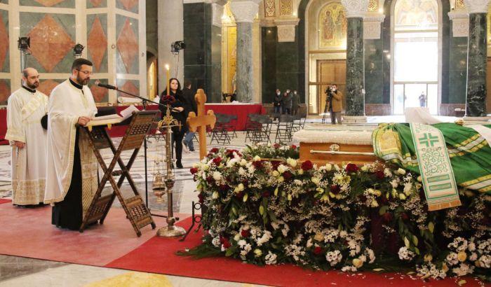 Kako sahraniti patrijarha, a ne razbuktati zarazu?