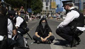 Protesti u Londonu i Berlinu ispred Ambasade SAD