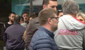 VIDEO: Sergej Trifunović napadnut dok je prikupljao potpise u centru Beograda