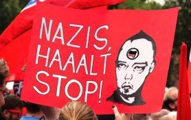 VIDEO: Praunuka nemačke partizanke reagovala jer je par nosio marame sa svastikama
