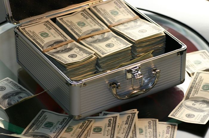 Umesto da doniraju bogatstvo kao što su obećali, superbogati Amerikanci gomilaju novac