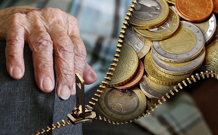 MMF: Ograničiti rast plata i penzija u Srbiji tokom 2021.