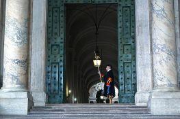 Vatikanski muzej ograničava broj posetilaca jer ljudi padaju u nesvest