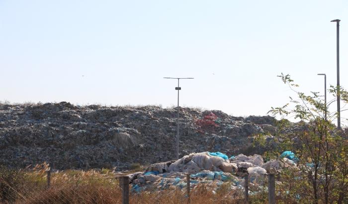 FOTO: Smeće sa novosadske deponije šest puta bi obuhvatilo zemlju oko ekvatora