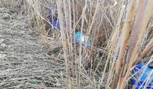FOTO: Potencijalno opasne materije u kanisterima kraj Velikog bačkog kanala u Vrbasu