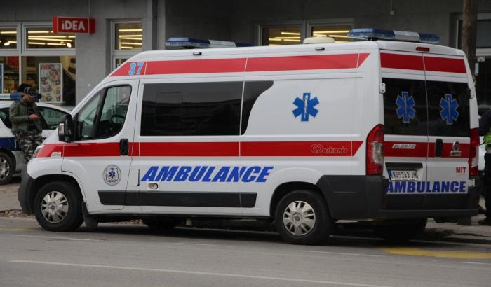 Automobil naleteo na dva dečaka ispred osnovne škole u Veterniku