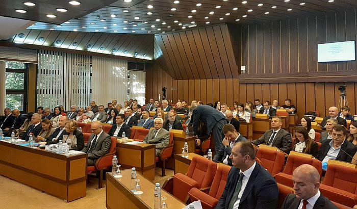 Usvojen novi rebalans novosadskog budžeta, zaposlenima u javnom sektoru veće plate