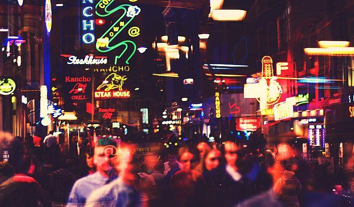 Amsterdam zabranio turističke grupe pred izlozima seksualnih radnika