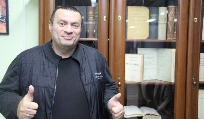 FOTO: Novosađanin ima najveću originalnu kolekciju srpskih rečnika na svetu