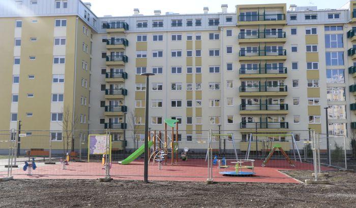 FOTO, VIDEO: Počelo useljavanje u prve stanove za bezbednjake na Jugovićevu