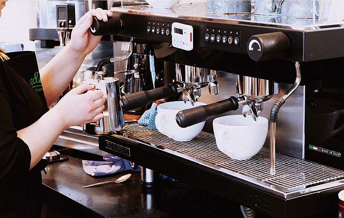 U Crnoj Gori zbog pandemije zabranjeno korišćenje aparata za kafu