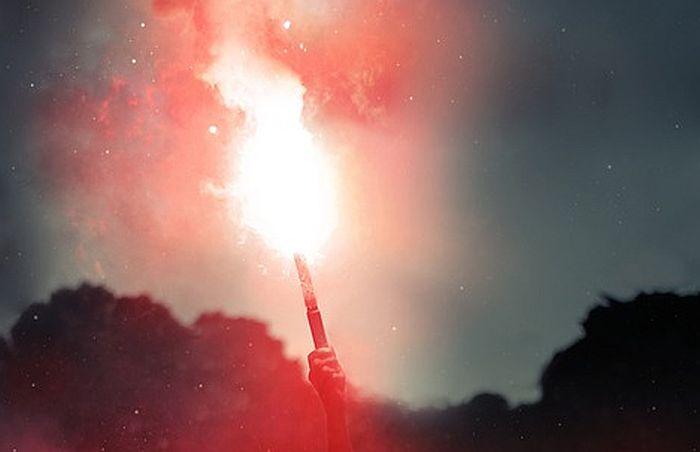 Navijači Hajduka signalnom raketom na fudbalere
