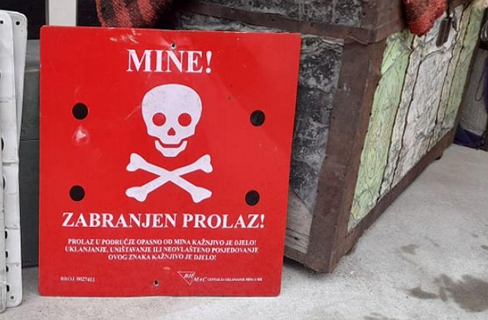 Zaostale mine kraj najlepših staza na Fruškoj gori, prolaznici uporno uklanjaju table upozorenja