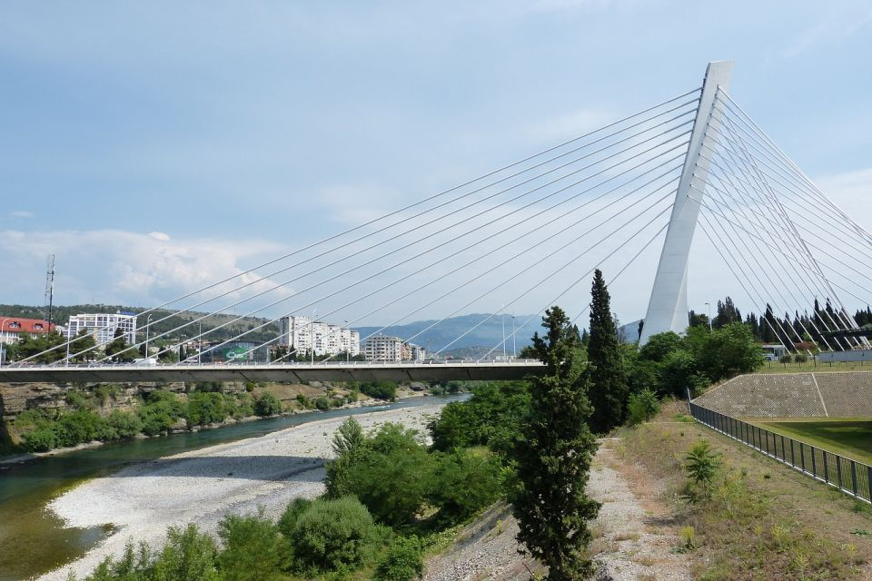 Vlada Crne Gore ograničava cene hleba, deli socijalne bonove i ulje