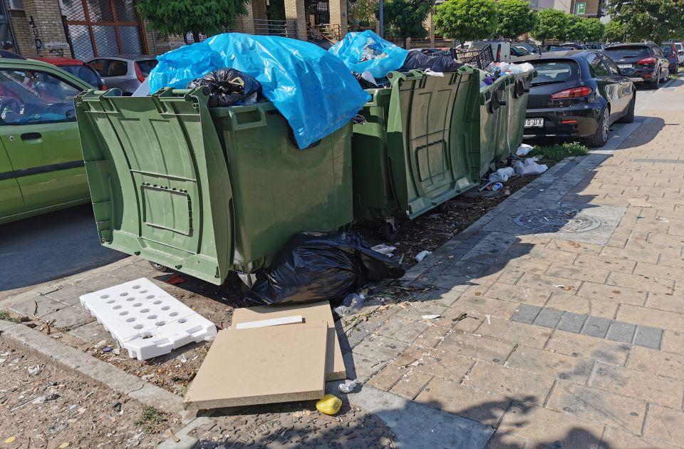 FOTO: Novi Sad u smeću - kamioni Čistoće ređe na ulici, Vučević ne isključuje mogućnost smena