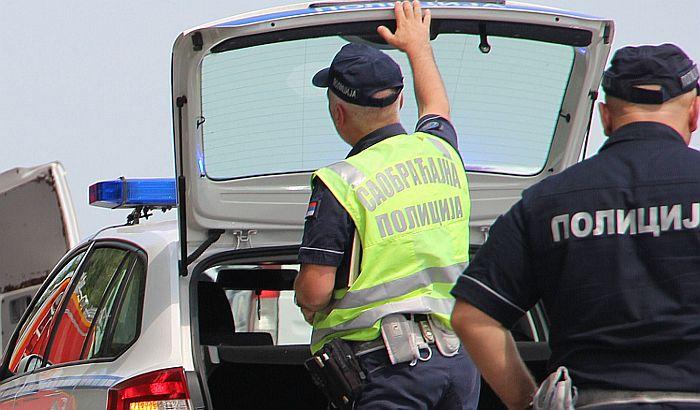 Mladić poginuo na autoputu kod Novog Sada u sudaru automobila i autobusa