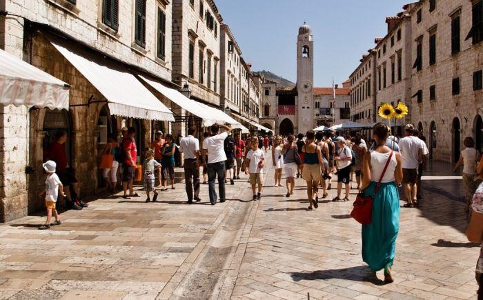 Uprkos zatvorenim granicama, u Hrvatskoj 5.000 turista iz Srbije
