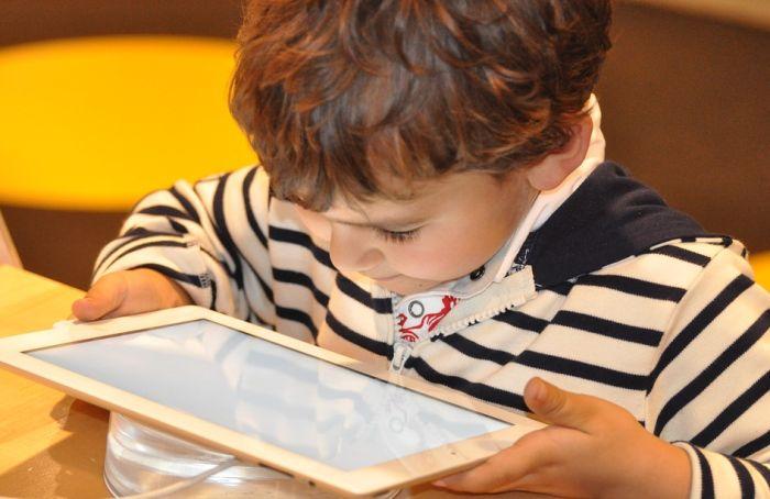 Deca u Srbiji na internetu već sa tri godine